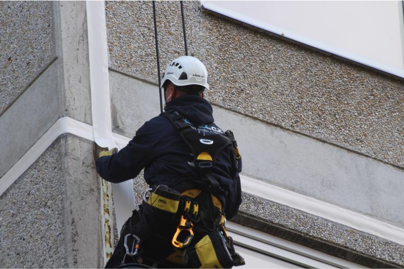 Oprava spár panelového domu