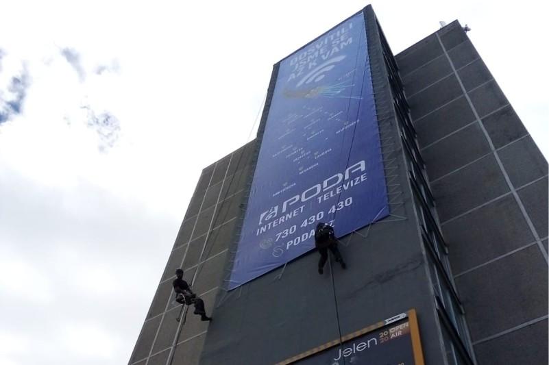 Instalace reklamního banneru